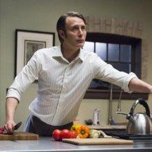 Hannibal: Mads Mikkelsen in una scena di Mizuomono, finale della seconda stagione