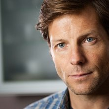 The Smoke: Jamie Bamber in una scena del primo episodio