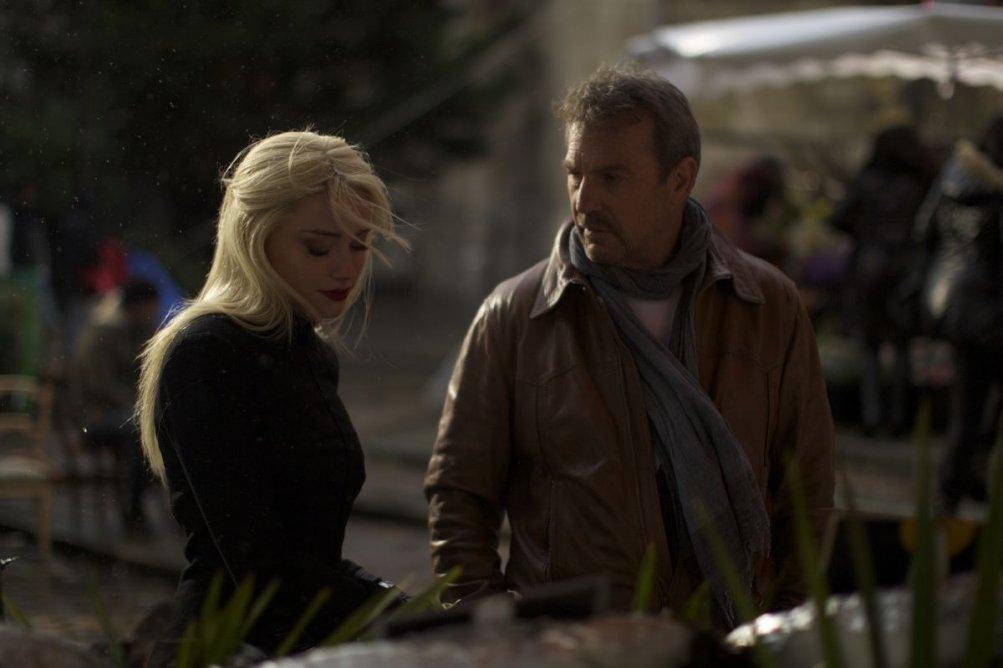 3 Days to Kill: Amber Heard con Kevin Costner in una scena del film