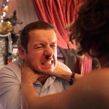Tutta colpa del vulcano: Valérie Bonneton infierisce su Dany Boon in una scena della commedia