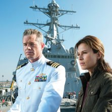 The Last Ship: Eric Dane e Rhona Mitra in una scena