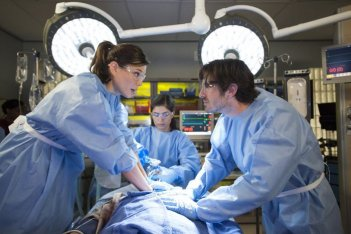 The Night Shift: Jeannane Goosen ed Eoin Macken nell'episodio Second Chances