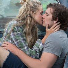 Un amore senza fine: Alex Pettyfer e Gabriella Wilde in una romantica scena del film