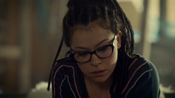 Orphan Black: Tatiana Maslany in una scena dell'episodio Endless Forms Most Beautiful