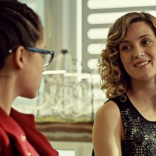 Orphan Black: Tatiana Maslany e Evelyne Brochu nell'episodio Governed By Sound Reason and True Religion
