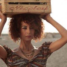 Quando si muore... si muore: Nadia Kibout in una scena del film