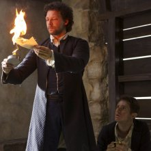 Crossbones: Richard Coyle e Chris Perfetti nell'episodio The Devil's Dominion