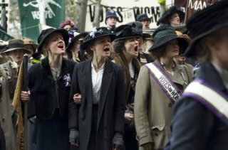 Suffragette: Carey Mulligan ed Helena Bonham Carter nella prima immagine del film