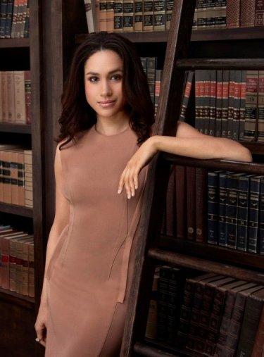 Suits: un'immagine promozionale di Meghan Markle della quarta stagione