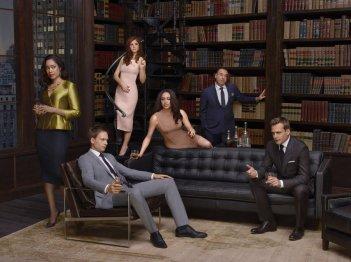 Suits: il cast della serie in un'immagine promozionale della quarta stagione