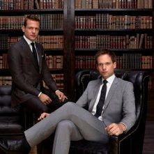 Suits: Patrick J. Adams e Gabriel Macht in un'immagine promozionale della quarta stagione