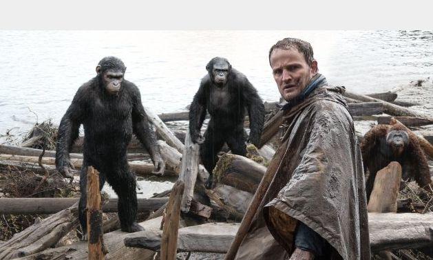 Apes Revolution: Jason Clarke in una sche del film