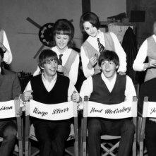 A Hard Day's Night - Tutti contro uno: una divertente immagine del documentario sui Beatles diretto da Richard Lester