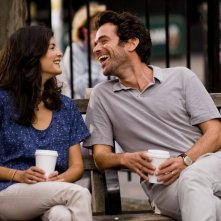 Rompicapo a New York: Audrey Tautou e Romain Duris sorridono in una scena del film