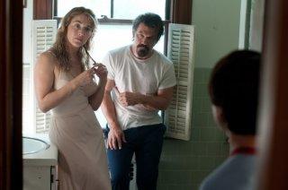 Kate Winslet e Josh Brolin in una scena di Un come tanti