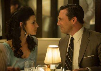 Mad Men: Jon Hamm e Jessica Paré nell'episodio Time Zones