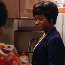 Mad Men: Sola Bamis e Teyonah Parris nell'episodio A Day's Work