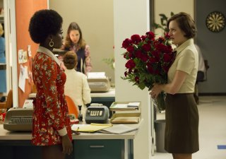 Mad Men: Elisabeth Moss e Sola Bamis nell'episodio A Day's Work