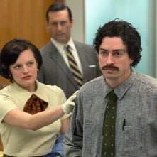 Mad Men: Elisabeth Moss, Jon Hamm, Ben Feldman nell'episodio The Runaways