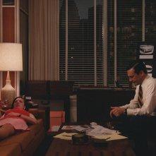 Mad Men: Jon Hamm e Elisabeth Moss nell'episodio The Strategy