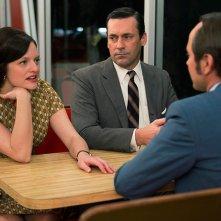 Mad Men: Elisabeth Moss con Jon Hamm in The Strategy