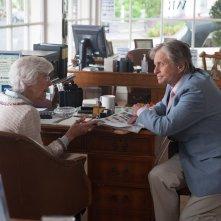 Mai così vicini: Michael Douglas con Frances Sternhagen in una scena del film