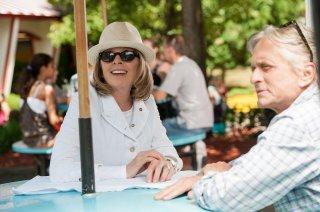 Mai così vicini: Michael Douglas insieme a Diane Keaton in una scena del film