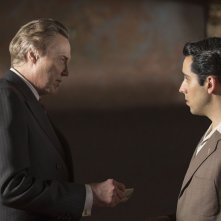 Jersey Boys: Christopher Walken con John Lloyd Young in una scena del film