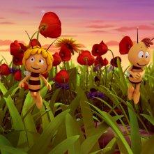 L'ape Maia - Il film: Maia e Willy svolazzano felici nel prato in una scena