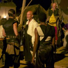 Crossbones: Richard Coyle e John Malkovich nell'episodio The Covenant