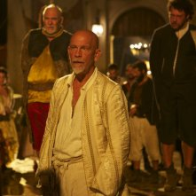 Crossbones: John Malkovich e Richard Coyle nell'episodio The Covenant