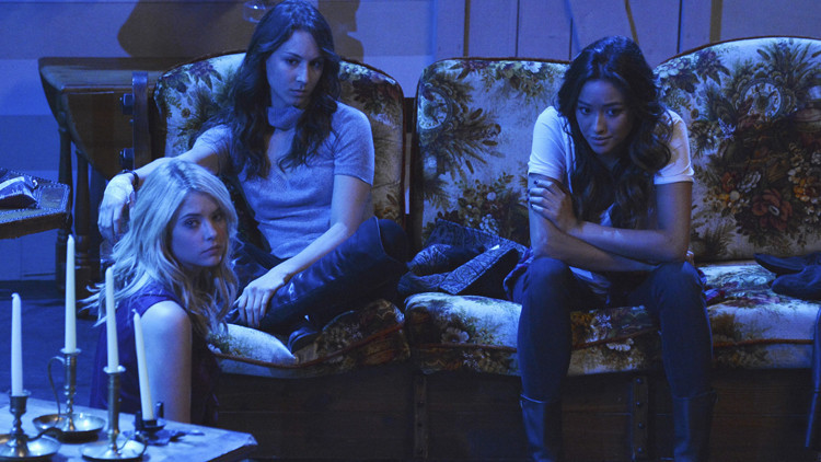 Pretty Little Liars: Ashley Benson, Troian Bellisario e Shay Mitchell in EscApe from New York