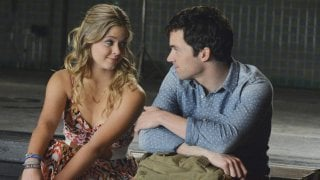 Pretty Little Liars: Sasha Pieterse e Ian Harding nell'episodio EscApe from New York