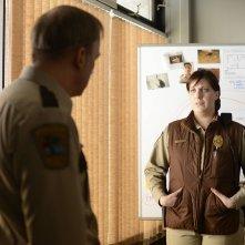 Fargo: Bob Odenkirk insieme a Allison Tolman in una scena di The Heap