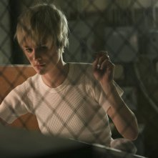 Halt and Catch Fire: Mackenzie Davis in una scena dell'episodio FUD
