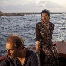 Un insolito naufrago nell'inquieto mare d'Oriente: Sasson Gabai e Baya Belal in un momento del film