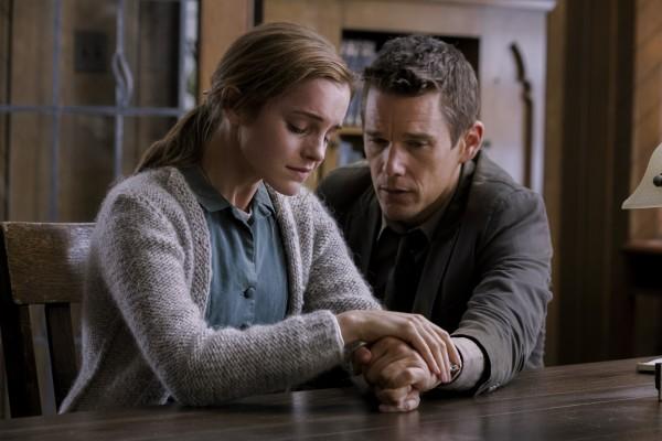 Regression: Emma Watson ed Ethan Hawke nella prima immagine del thriller