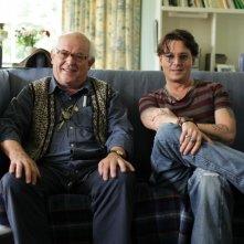 Per nessuna buona ragione: Johnny Depp con l'amico e suo eroe Ralph Steadman in una scena del documentario
