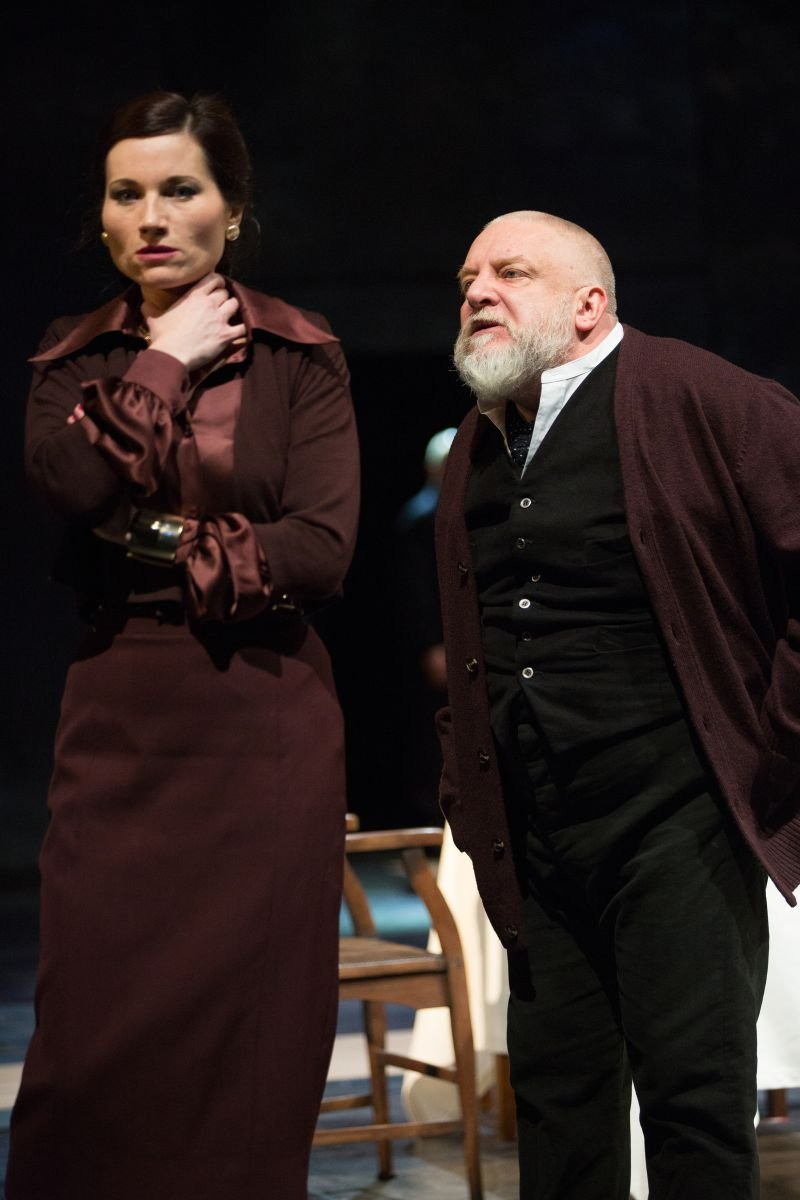 12 Goneril Kate Fleetwood And King Lear Simon Russell Beale Photo By Mark Douet