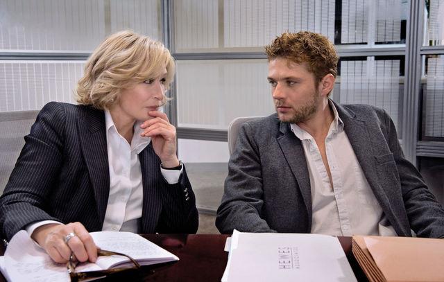 Damages: Glenn Close e Ryan Phillippe in una scena della quinta stagione