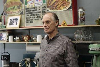 Fargo: Keith Carradine in una scena dell'episodio A Fox, a Rabbit and a Cabbage