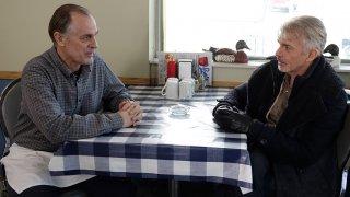 Fargo: Keith Carradine e Billy Bob Thornton in una scena dell'episodio A Fox, a Rabbit and a Cabbage