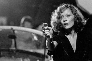 Chinatown: l'affascinante Faye Dunaway in una scena del film