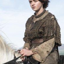 Il trono di spade: una scena con Maisie Williams nell'episodio The Children
