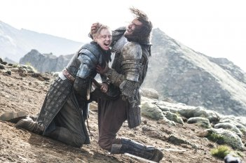 Il trono di spade: Gwendoline Christie e Rory McCann nell'episodio The Children