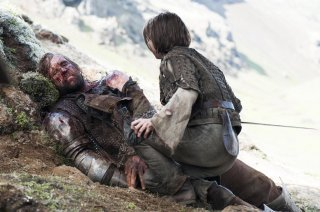 Il trono di spade: Rory McCann e Maisie Williams nell'episodio The Children