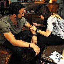 Graceland: Daniel Sunjata e Vanessa Ferlito in The Line