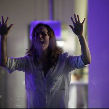 Surrounded: Tatiana Luter, protagonista dell'horror, in una drammatica scena
