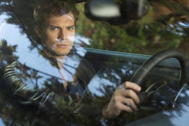 Cinquanta sfumature di grigio: Jamie Dornan al volante nella prima immagine del film