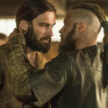 Vikings: Clive Standen e Travis Fimmel nell'episodio Invasion
